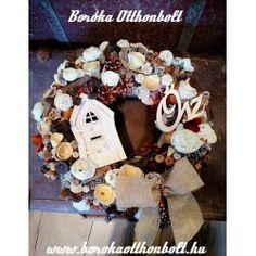 "Ajtókopogtató Őszi , ""Ősz"" táblával, tündérkapuval Burlap Wreath, Wreaths, Home Decor, Decoration Home, Door Wreaths, Room Decor, Burlap Garland, Deco Mesh Wreaths, Home Interior Design"