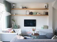 Familiehuis in Haarlem Home Living Room, Living Room Designs, Living Room Decor, Living Spaces, Home Theather, Warren House, Timber Shelves, Small Apartment Interior, Muebles Living