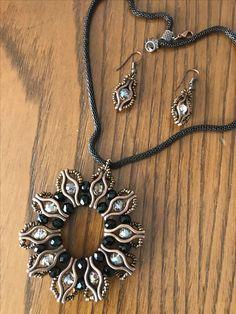 Elemeğim Seed Bead Jewelry, Wire Jewelry, Jewelry Sets, Jewelry Crafts, Beaded Jewelry, Diy Jewelry Inspiration, Jewelry Making Tutorials, How To Make Beads, Beaded Earrings