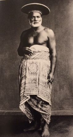 A lungi, here worn by a Sinhalese noble man in an studio photograph. As featured in the book 'Indian Cotton Textiles; Seven centuries of Chintz from the Karun Thakar Collection' by John Guy and Karun Thaker. Cotton Textile, Indian Textiles, Guy, Photograph, Statue, Studio, Wallpaper, Antiques, Book