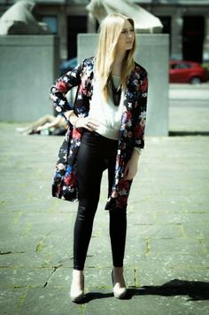 Polished Cats: Outfit: Floral Kimono & Leather