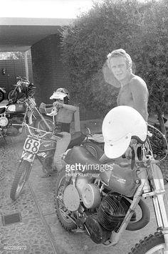 Portrait of celebrity actor Steve McQueen with his son, Chad McQueen,. Steve Mcqueen Motorcycle, Steve Mcqueen Cars, Steve Mcqueen Style, Steven Mcqueen, Steeve Mac Queen, Enduro Motocross, Retro Bike, Push Bikes, Vintage Motocross