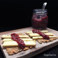 Jam with dates and chia seeds - Jordbær/hindbær marmelade med dadler og chiafrø