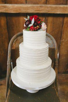 Winter wedding cake | Sweet Events Photography | see more on: http://burnettsboards.com/2015/01/lavish-rustic-midwinter-wedding/