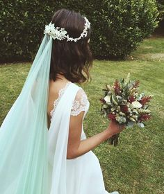 Mint Green Short Wedding Veil Circle Bridal Veil With Gold Metal Comb Custom Colors 2017 New Soft Tulle Veil For Bride Bridal Dresses, Wedding Gowns, Flower Girl Dresses, Beach Wedding Veils, Wedding Flowers, Veil Hairstyles, Wedding Hairstyles, Colored Wedding Dress, Wedding Mint Green