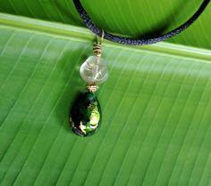"""""""Gotinha Verde em Flor"""" - pingente de vidro importado com cordão de cetim com fecho banhado a prata. R$45"""
