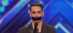 Εμφανίστηκε στη σκηνή με μονωτική στο στόμα και μάγεψε τους κριτές (βίντεο)