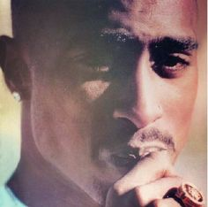 See pictures, photo shoots, and listen online to the latest music. 2pac Pictures, Rare Pictures, Profile Pictures, Tupac Videos, 2pac Makaveli, Tupac Shakur, American Rappers, Snoop Dogg, Life Goes On