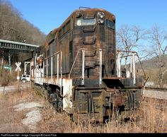 RailPictures.Net Photo: C&O 6253 Chesapeake & Ohio (C&O) EMD GP9 at Millard, Kentucky by David Price Abandoned Train, Abandoned Ships, Abandoned Cars, Abandoned Buildings, Abandoned Places, Diesel Locomotive, Steam Locomotive, Urban Decay Photography, Milwaukee Road