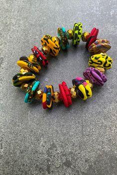 Fabric Bracelets, Fabric Earrings, Fringe Earrings, Beaded Bracelets, Diy African Jewelry, Diy Jewelry, Jewelery, Jewelry Making, Ankara Fabric