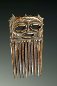 DR Congo Chokwe people wood comb, ca African Masks, African Art, African History, Afro Comb, Afro Pick, Tribal Hair, Barrettes, Art Carved, Indigenous Art