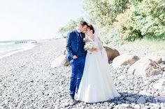 What a romantic beach wedding – Strandhochzeit – maritime Hochzeit auf Rügen – Kap Arkona – maritime wedding on Rügen Island – destination wedding – liebevolle Hochzeitsfotografie für wundervolle Paare – LISA GOSEBERG Fotografie – wedding photography for lovely people
