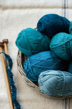 Whether you're a pro knitter or a novice these 8 gorgeous projects and knitting patterns will help you make a handmade...Need to learn how to knit