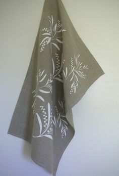 But with plain white (or light blue) towels and some holiday motif along the bottom?