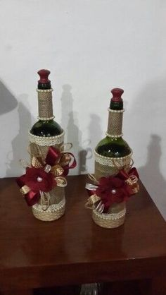 Recycled Wine Bottles, Wine Bottle Art, Painted Wine Bottles, Diy Bottle, Vintage Bottles, Wine Bottle Crafts, Bottles And Jars, Mason Jar Crafts, Decorated Bottles