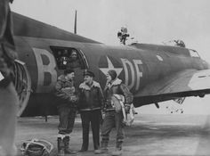 Filmmaker Major William Wyler with his production team whilst filiming Memphis Belle, Boeing Aircraft, Ww2 Planes, The A Team, Nose Art, Military History, American History, Wwii, Air Force