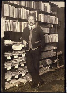 Albert Einstein vers 1920 Réunion des musées nationaux