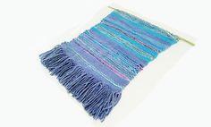 Tissage artisanal, décoration murale, tapisserie style ethnique, bleu turquoise, mauve, violet.
