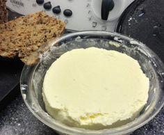 Butter - fix selber machen by sonnenfix on www. Cooking Chef, Cooking Recipes, Sauces, Thermomix Desserts, Cheese Lover, Homemade Butter, Super Healthy Recipes, Diy Food, Queso