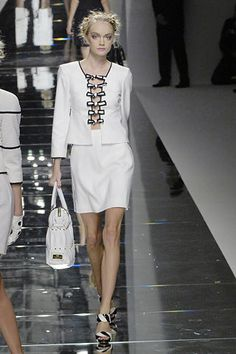 Valentino Spring 2008 Ready-to-Wear Fashion Show - Natalia Vodianova