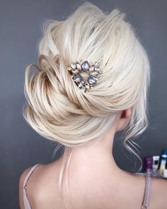 Check out these completely romantic and fabulous swept back wedding hairstyles. These swept back wedding hairstyles are a perfect choice for an elopement