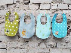 DIY kostenlose Nähanleitung: Baby-Wendelätzchen // DIY free sewing tutorial: reversible baby bib via DaWanda.com