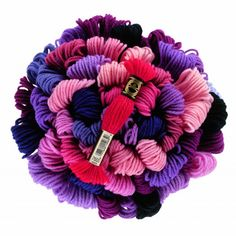 La gamme de laine Colbert (réf.486) , est conçue pour les travaux de tapisserie sur canevas destinés à la décoration: sièges, tapisseries murales, coussins, tableaux... Il est conseillé de tendre le canevas sur un cadre ou sur un métier pour préserver sa forme initiale. Pour les surfaces d'une même couleur, il est recommandé d'utiliser des échevettes provenant d'un même lot de teinture.Existe dans 390 couleurs, 100% laine, nettoyage à l'eau interdit.