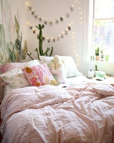 27 Super Ideas For Apartment Decorating College Bedroom Boho Tapestries Comfy Bedroom, Girls Bedroom, Bedroom Apartment, Apartment Living, Cactus Bedroom, Living Room Decor, Bedroom Decor, Bedroom Ideas, Shabby Bedroom