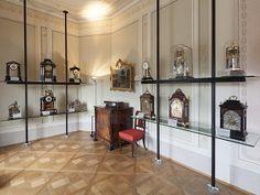 MAK-Expositur Geymüllerschlössel. Uhrensammlung Franz Sobek. Im Jahr 1965 wurde das Geymüllerschlössel dem MAK als Außenstelle angegliedert. Gleichzeitig mit dem Gebäude kam die Sammlung Franz Sobek in den Besitz des MAK: 160 Alt-Wiener Uhren von erlesener Qualität aus der Zeit zwischen 1750 und der zweiten Hälfte des 19. Jahrhunderts runden das wertvolle Gesamtbild des Geymüllerschlössels, ergänzt durch Empire- und Biedermeiermöbel aus der MAK-Sammlung, ab. Maker, Designer, Empire, Divider, Table, Room, Furniture, Home Decor, Watches