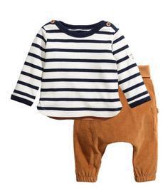 Dark blue/beige. CONSCIOUS. Set with a top and pants in organic cotton. Top with long sleeves and buttons at shoulders. Pants with foldover ribbing at waist