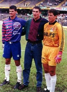 1993 of three of the best Goal Keepers: Miguel Calero, Farid Mondragon, and Oscar Cordoba selección Colombia 🇨🇴 God Of Football, Football Soccer, Football Players, Carlos Valderrama, Colombia Soccer, Goalkeeper, Baseball Cards, Real Madrid, History