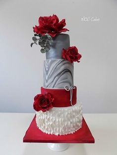 Red roses by MOLI Cakes