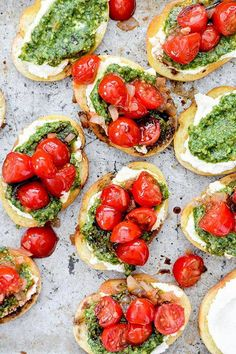 Bruschetta with Ricotta and Pesto. Bruschetta with ricotta cheese pesto and a drizzle of balsamic vinegar is the perfect appetizer or party snack! I Love Food, Good Food, Yummy Food, Yummy Yummy, Vegetarian Recipes, Cooking Recipes, Healthy Recipes, Spinach Recipes, Healthy Desserts