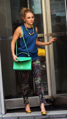 Toast the Return of Carrie Diaries Style: Carrie was all business donning a blue Tory Burch sweater ($325), cropped at the sleeves, with garden-print Alice + Olivia denim ($199) and cap-toe Kate Spade pumps.