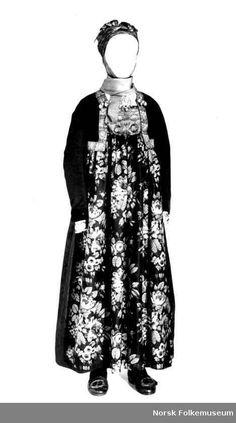 Brudedrakt fra gården Sjåheim i Nes, Hallingdal. High Neck Dress, Museum, Costumes, Folk, Outfits, Popular, Dresses, Fashion, Norway