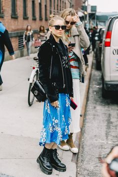 Fall Street Style Outfits to Inspire - Daily Fashion Fashion Weeks, Fashion 2017, Look Fashion, Daily Fashion, Fashion Outfits, Womens Fashion, Fashion Trends, Boot Outfits, Converse Outfits