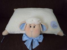 Felt Owls, Decoupage Art, Animal Pillows, Baby Bibs, Pillow Design, Cuddling, Sheep, Teddy Bear, Blanket