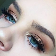 Close up of today's eye makeup! I really simple but glamorous bronzey look using the @tartecosmetics Tartelette in Bloom palette Lashes are @houseoflashes Iconics