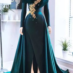Hunter Green Evening Dresses With Over Train Front Split Off Shoulder Draped Sweep Train Appliques Beads Formal Prom Gowns robes de soirée – Dükkanım Evening Dresses Sydney, Green Evening Dress, Evening Gowns, Prom Gowns, Lace Prom Gown, Jessica Parker, Mode Glamour, Ribbed Knit Dress, Royal Dresses