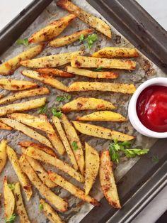 Papas con hierbas al horno Herbed Potatoes, Baked Potatoes, Sweet Recipes, Vegan Recipes, Good Food, Yummy Food, Fun Food, Food And Drink, Modern