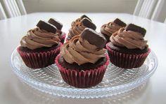 Herkkuja leipomassa: Geisha kuppikakut/ Geisha Cupcakes Geisha, Let Them Eat Cake, Mini Cupcakes, Bakery, Food And Drink, Sweets, Party, Desserts, Kitchen