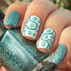 Ornamental Nail Design #nailart #nails #nailblogger #polish #clearnnails #whitepolish #glitter - bellashoot.com