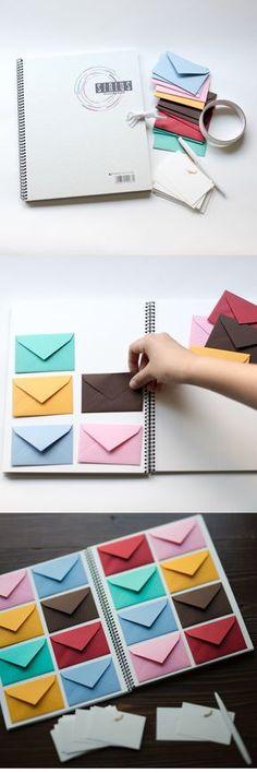 [DIY]たくさんの手紙が届いたようなワクワクするゲストブック スケッチブックを開くと広がる、色とりどりの小さな封筒。封筒を開くとそれぞれゲストからのカードが入っているんです。スケッチブックに貼る封筒の形によって印象も変わるので封筒にもこだわってみて。 1.スケッブックを開き、封筒の配置を決めていく 2.封筒を両面テープでスケッチブックに貼る