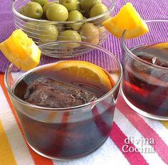 Esta receta de vermut casero que os doy se basa en la tradicional del Condado de Huelva aunque con la adición del vodka o aguardiente (si lo quieres más suave lo puedes suprimir) y otras especias.