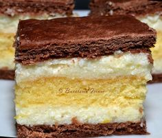 Prajitura radauteana contine doua foi cu amoniac, un blat de pandispan si are o crema cu gris si lamaie delicioasa.   Ingrediente 2 foi c... Romanian Desserts, Romanian Food, Sweets Recipes, Cake Recipes, Cake Cookies, Cupcake Cakes, Dessert Drinks, Eclairs, Bakery