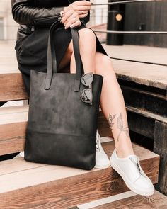 purses and handbags leather Black Leather Tote Bag, Leather Laptop Bag, Leather Handbags, Leather Totes, Soft Leather, Leather Purses, Luxury Handbags, Purses And Handbags, Laptop Bag For Women