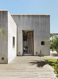 A Look Inside a Stunning Rustic and Modern Home In Uruguay- ELLEDecor.com