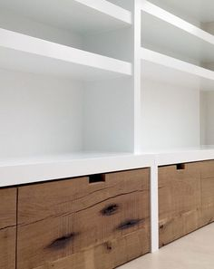 Boekenkast Modern Home Offices, Home Living Room, Foyer, Black Curtains, Built In Shelves, Laundry Room, Study Rooms, White Rooms, Cupboard