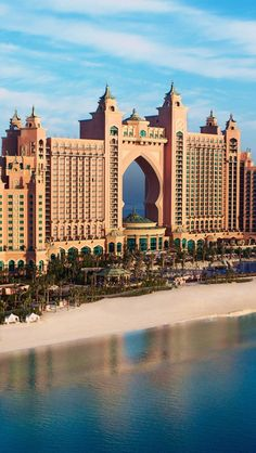Atlantis Palm Resort, Dubai. theculturetrip.com know the best places to stay when on holiday.