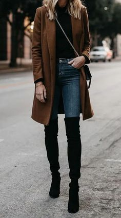 Camel Wool Coat Black Turtleneck Denim Skinny Jeans Black Over the Knee Boots Fashion Jackson Dallas Casual Winter Outfits, Winter Boots Outfits, Winter Fashion Outfits, Cool Outfits, Dress Fashion, Casual Outfits For Girls, Black Winter Boots, Casual Dress Outfits, Gold Fashion